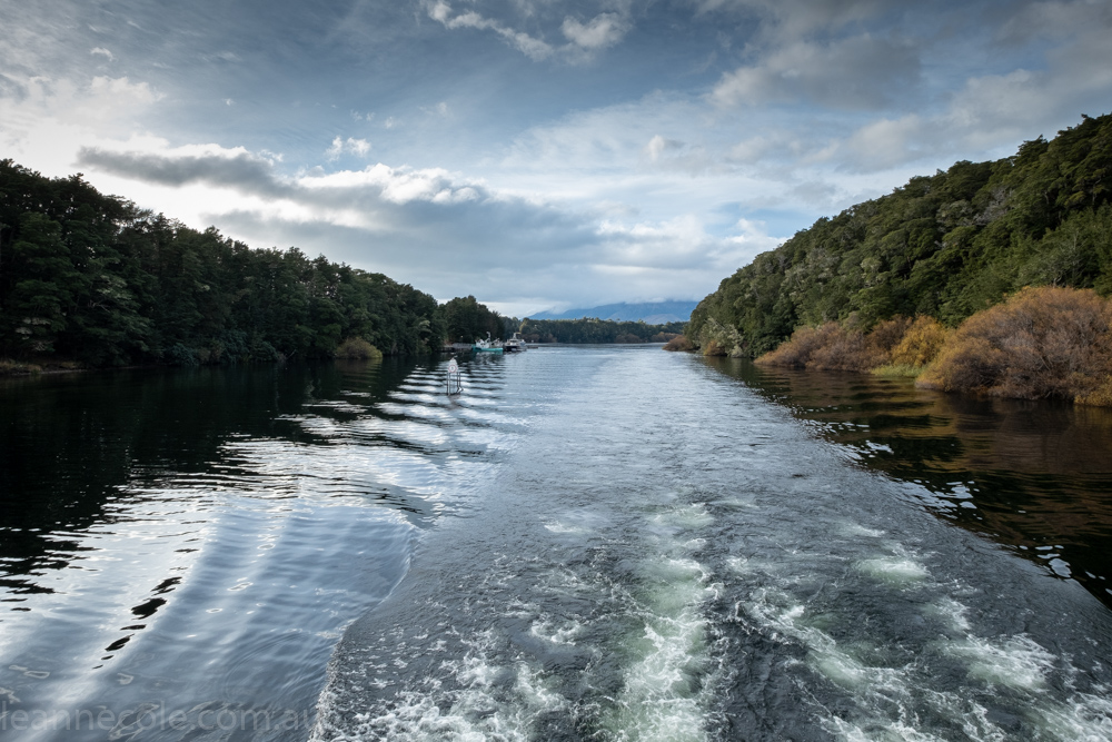 doubtfulsound-weather-waterfalls-newzealand-boat-3082