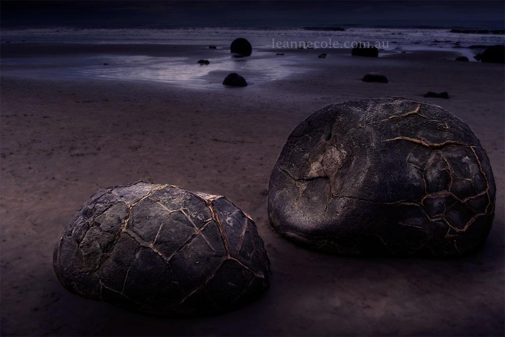 moeraki-boulders-beach-rocks-newzealand