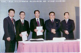 Leapa CEO signed partnership agreement with local constractor.