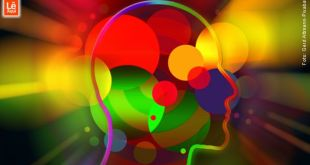silhueta gráfica de uma cabeça com bolas coloridas representando a energia de atração escolhas