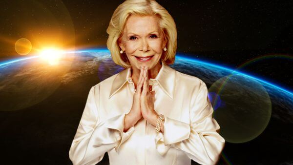 foto de louise hay com as mãos postas em oração com uma imagem do planeta terra atrás louise hay curar o mundo