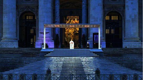 Papa Francisco sozinho na missa de vigília de sábado de aleluia