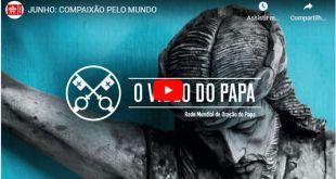 Imagem da capa do vídeo com um close de crucifixo sobre mensagem de ternura Papa