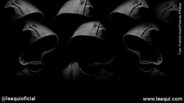 grupo de entidades malíguinas reunidas reino espiritual das sombras