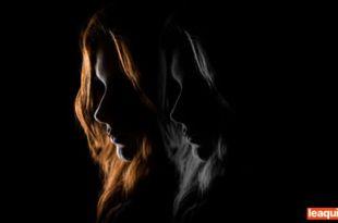 montagem fotográfica com uma mulher de perfil no escuro com uma replicação de sua imagem logo atrás A dificuldade de lidar com os inimigos ocultos