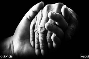 mãos se entrelaçando como sinal de acolhimento bondade e gentileza Dia Mundial da Gentileza