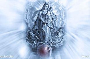 imagem de nossa senhora segurando menino Jesus em que a nossa senhora está sufocando a cobra do mal e pecados com o pé cura do mundo