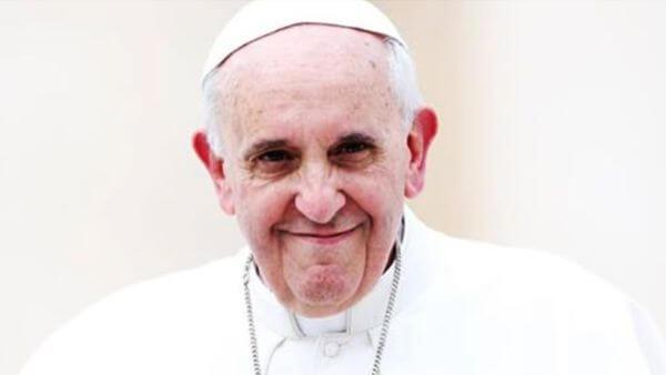papa Francisco com ar bondoso nos distraímos com a vida