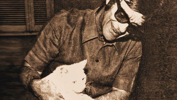 chico xavier cuidando de um gato Chico Xavier gato selvagem