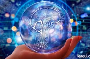 ilustração digital mostrando uma mão que segura um globo transparente com uma ilustração de cérebro atenção pensamento