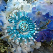 sea-anemone-necklace-turquoise-bouquet-display-main