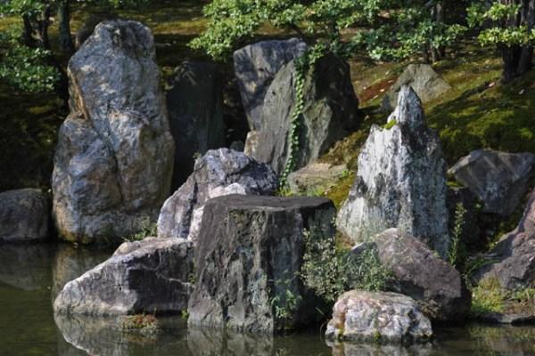 japanese gardens - elements stones