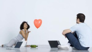 Online Dating: 5 Ways to Date Safely on Valentine's Day