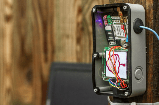 A Fun Solar Weather Station You Can Build With A Raspberry