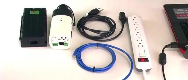 Camera an ninh với PoE và cáp