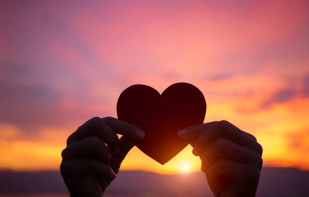 liubov zakat serdtse ruki love heart sunset romantic purple 1 - Expressions Of Love In English