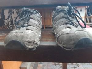 chaussures usees en voyage