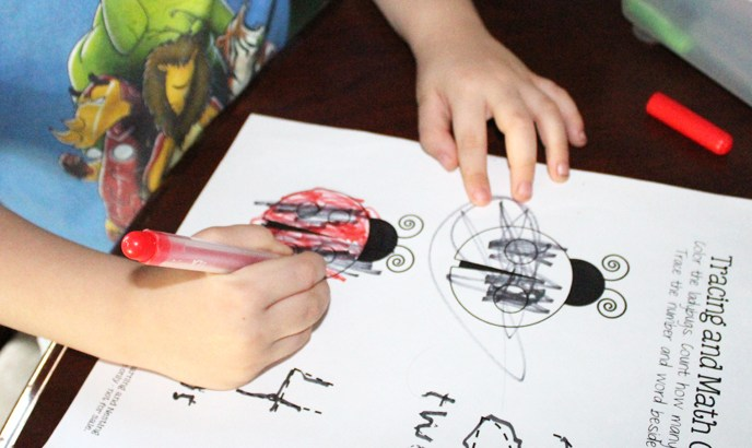 Free Ladybug Printables for a Preschooler or Kindergartener @oflearningandne