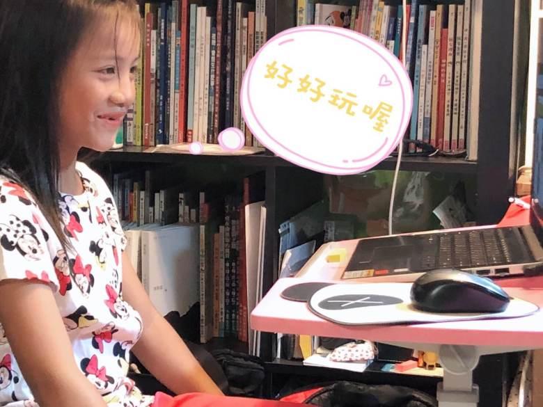 玩樂中學習,效果加倍大!果然,一跟老師說掰掰後,姊姊馬上問:「什麼時候還可以上第二次?好像在玩電動!」
