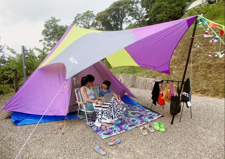 只要有網路,露營也可以上課喔!