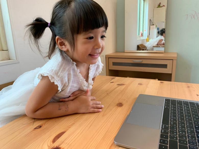 剛滿四歲的星冰樂也被OiKID課程吸引,完全沒有坐不住的問題