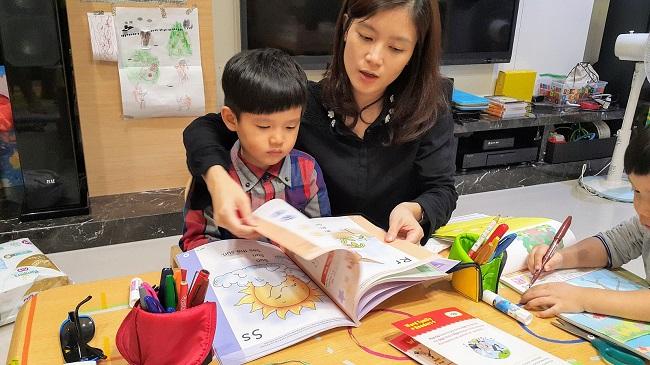 雙丁麻麻陪伴雙丁閱讀