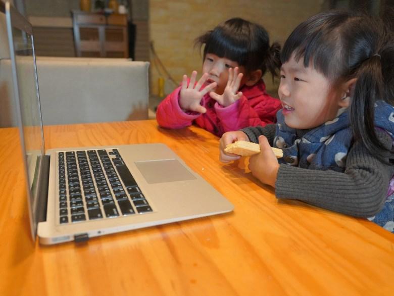 若軒和姊姊一起學英文