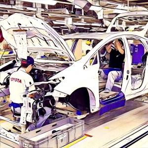 Mecánicos Toyota montando vehículo