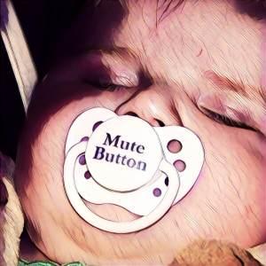 Bebe con chupete Mute Button