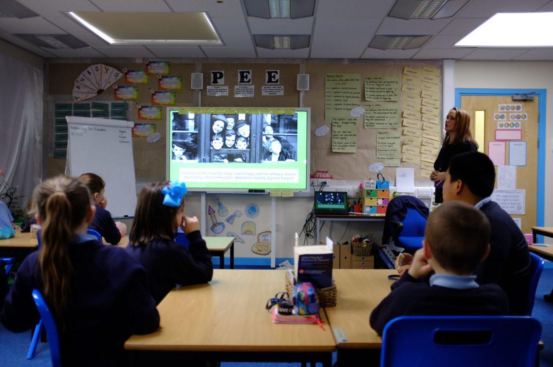 Children discuss the feelings of evacuee children in WW2