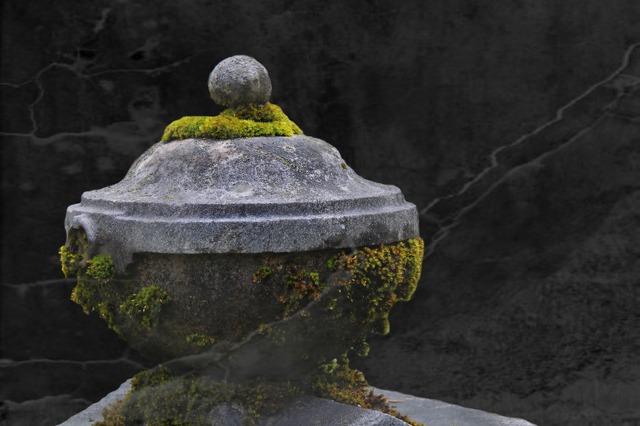 image via pixabay https://pixabay.com/en/stone-urn-grave-tomb-cemetery-431171/