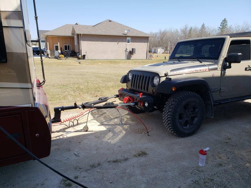 hight resolution of jeep wrangler behind dynamax motorhome