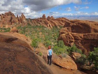 arches-hike-to-fins