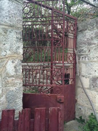 3-16 Red gate