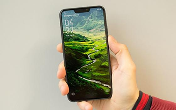 Smartphone Android Yang Meniru Desain iPhone X