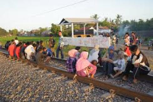 Tempat Ngabuburit Paling Aneh di Indonesia