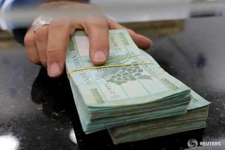 A money exchange vendor displays Lebanese pound banknotes at his shop in Beirut, December 6, 2016. Picture taken December 6, 2016. REUTERS/Mohamed Azakir - RTX2YRPW
