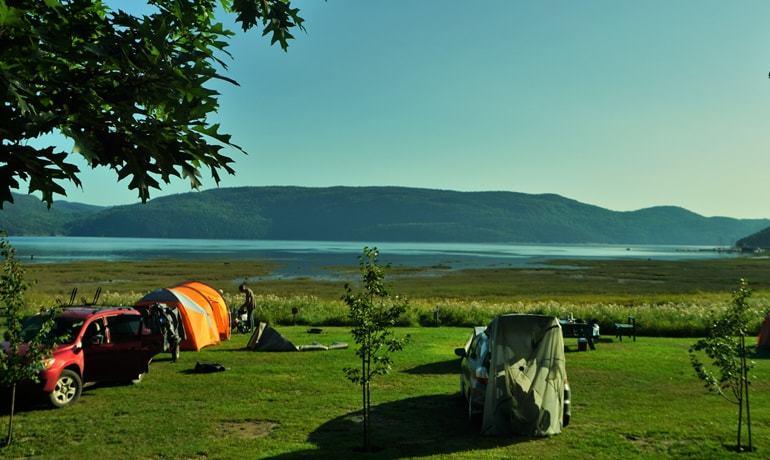 Spot camping sauvage près du village de l'Anse-St-Jean, parfait pour dormir dans un van aménagé
