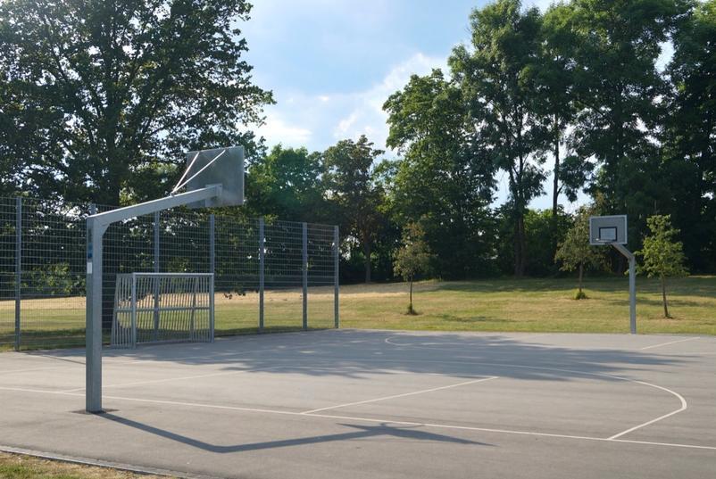 Sportpark Basketball- und Fußballplatz
