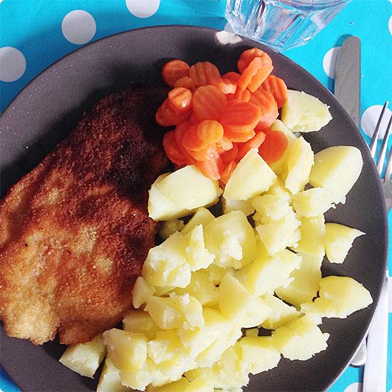 12 von 12 - September 2014 - Mittagessen - Schnitzel, Kartoffeln, Möhrengemüse