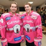 Andre Rankel und Nick Petersen von den Eisbären Berlin während dem Pinktober Fotoshooting am 18.10.2016 in Berlin, Deutschland. (Foto von City-Press GbR)