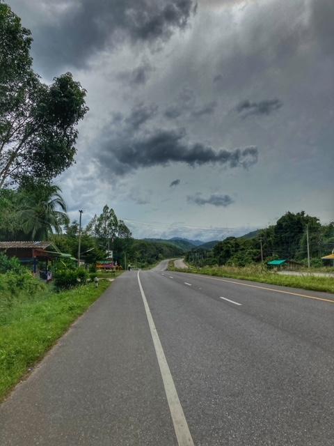 Herrlich ausgebaute Straße Fahrradtour Chumphon Ranong