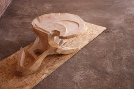skulptur-holz-design-couchtisch