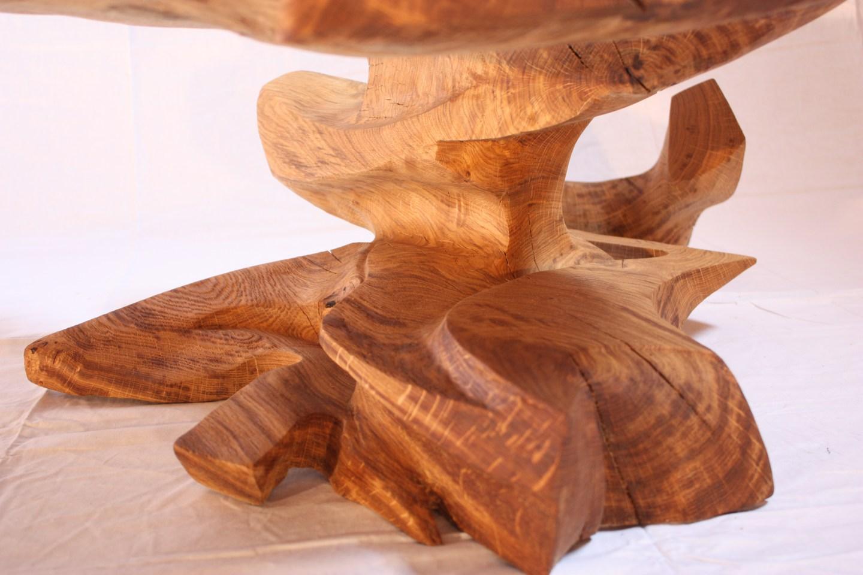 abstrakte-skulptur-tisch