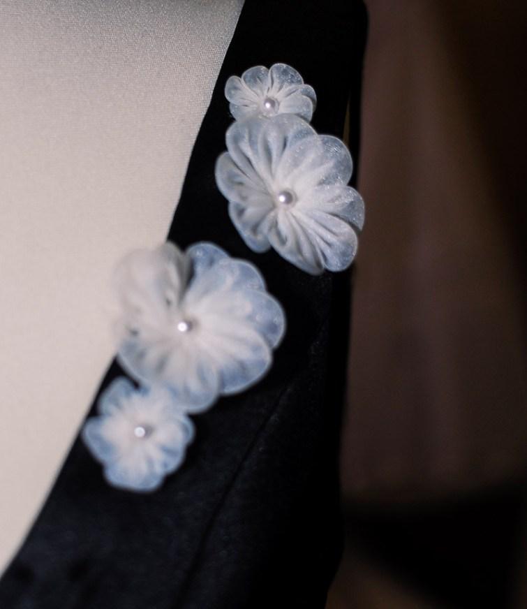 Joana-Gierga-Kleid-weiße-Blume