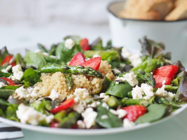 Salat mit grünem Spargel und Erdbeeren 5