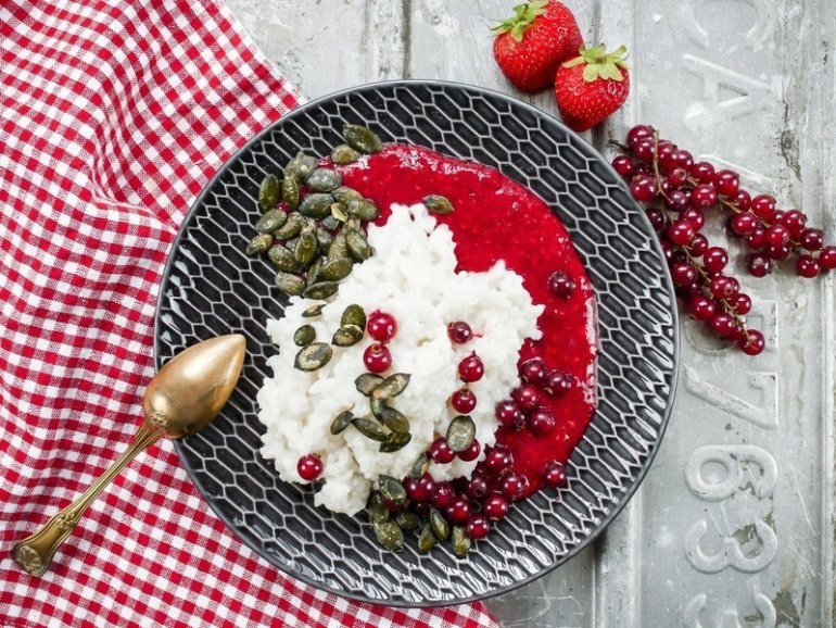Kokos Milchreis mit Erdbeersauce