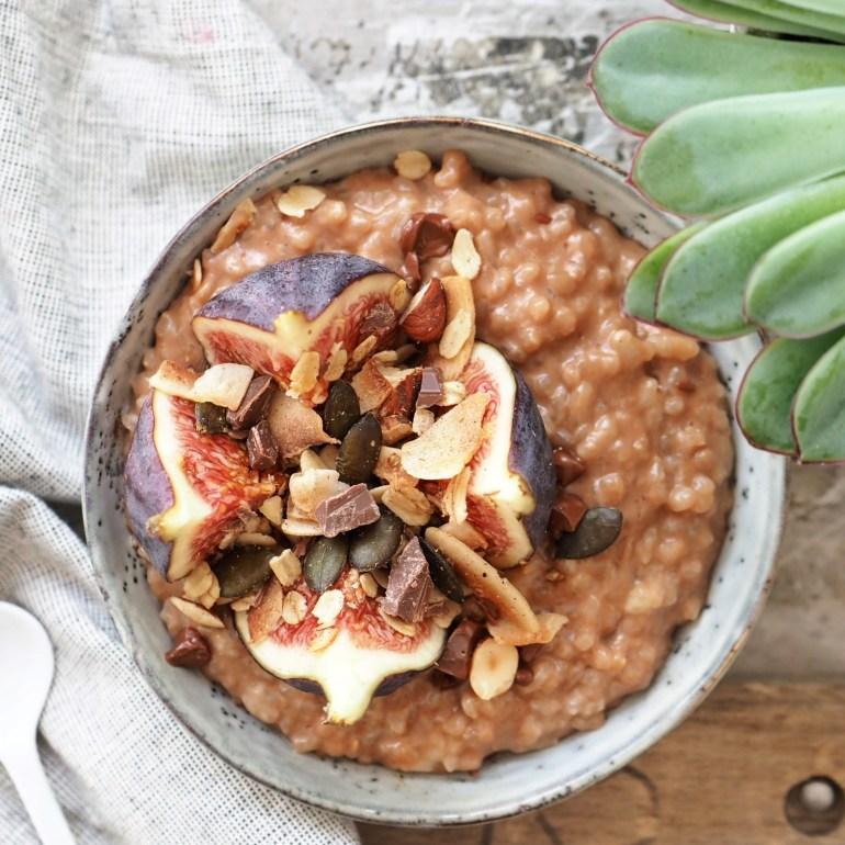 Soulfood Schoko-Milchreis mit frischen Feigen und Granola