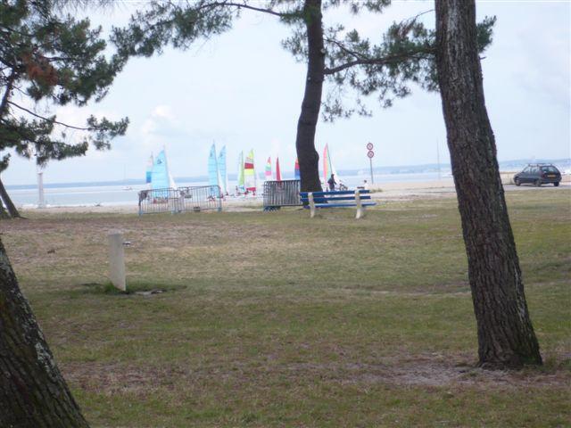 bateau à voile sur la plage du BETEY