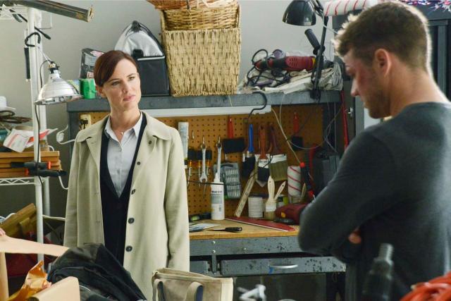 Détective Cornell (Juliette Lewis) traque Ben (Ryan Philippe) - www.tvguide.com